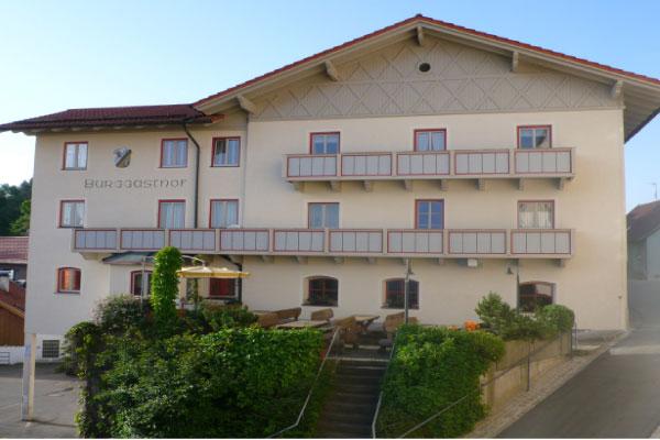 Kollnburg_Burggasthof_Außenanlage