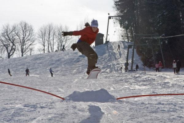 Falkenstein_Skilift_Snowboarder